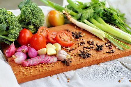 インコが食べてもいい野菜/果物と与え方,あげてはいけない野菜/果物